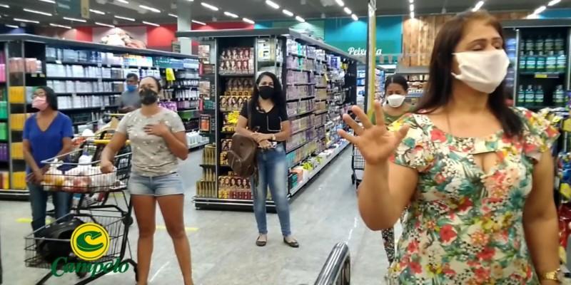 Momento de oração dentro das lojas Campelo